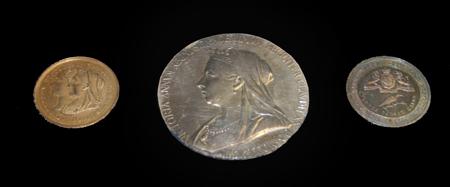 Medal x3 450pix