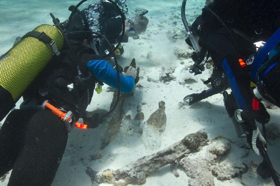 Archaeologists examine remains of the Royal Charlotte wrecked on Frederick Reef in 1825. Xanthe Rivett, courtesy Silentworld Foundation.